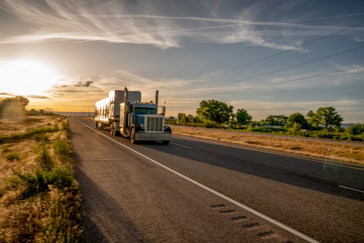 3 Tips On How To Ship Flatbed Freight